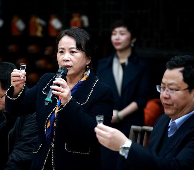 吴晓萍女士带领大家品鉴内参酒